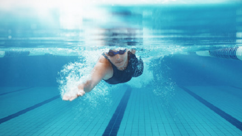 Cách đơn giản giúp bảo vệ mắt khi đi bơi