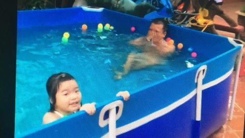 Bể bơi cho bé trong nhà
